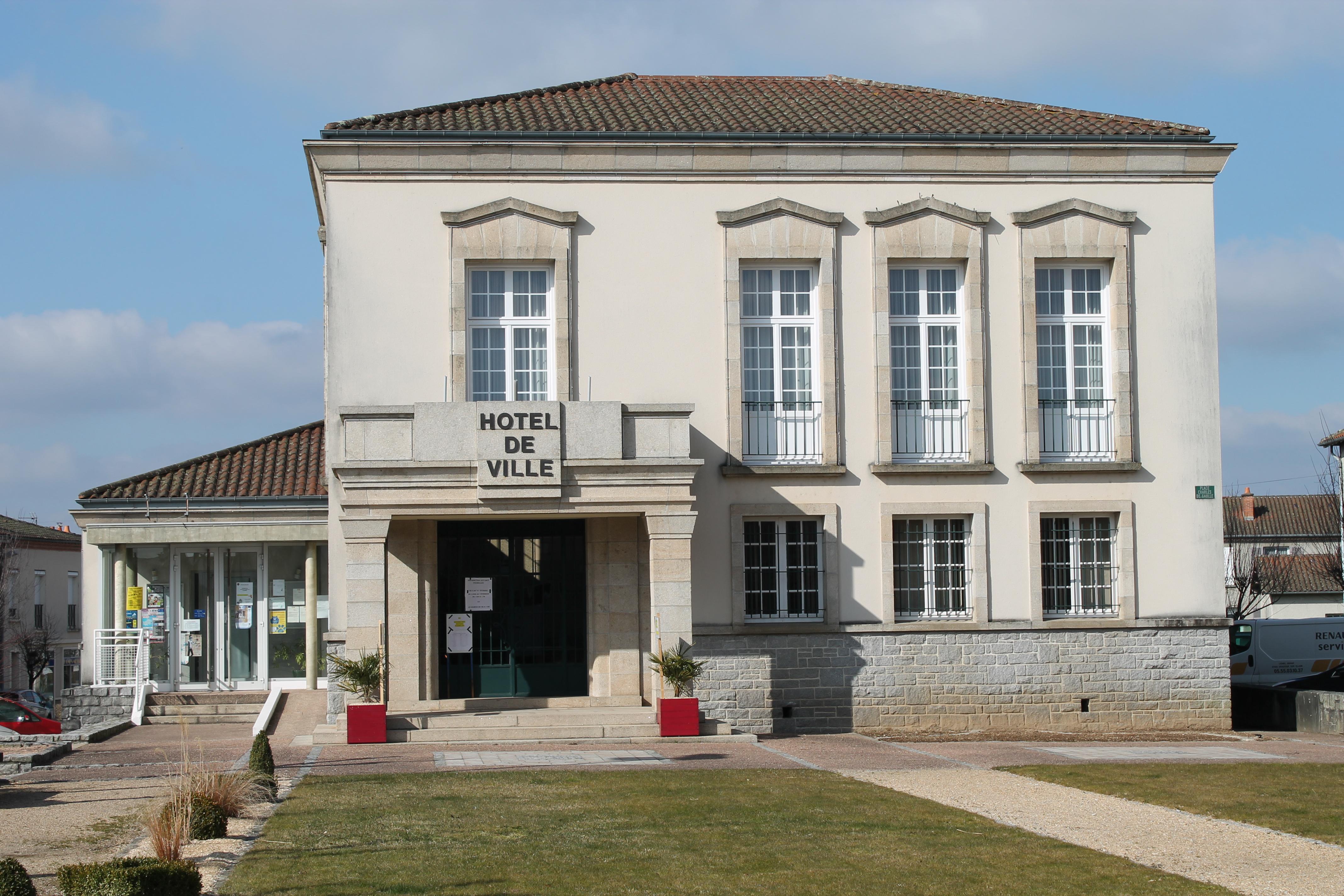 100 comfort hotel rouen alba france bureau change for Meuble galaxy montreal